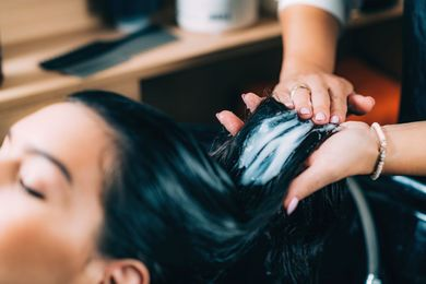 Po co stosować odżywkę do włosów?